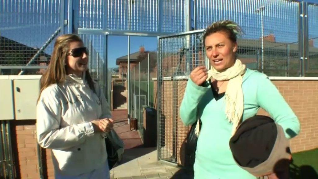 """Lucía juega al pádel con las amigas """"superficiales"""" de Delia"""