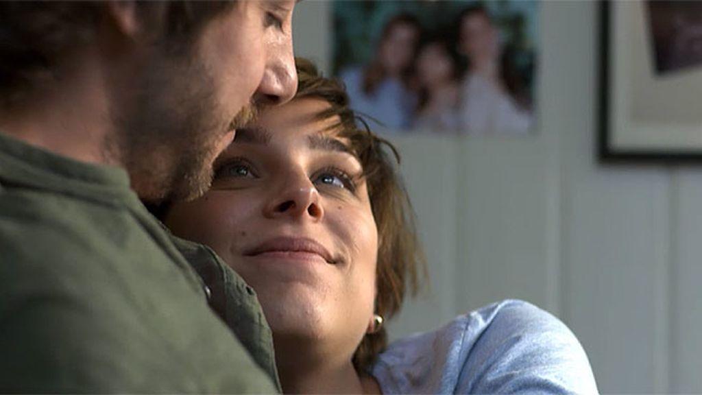 Natalia le cuenta lo ocurrido a su prometido…