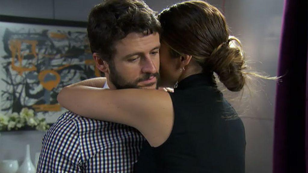 Miguel confiesa su despido, y la reacción de Malena le conmueve