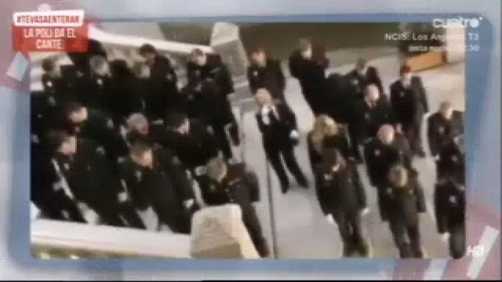 La policía de Valencia 'da el cante'