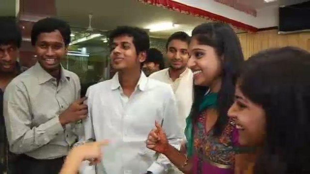 En la segunda parte de la boda, los novios saludan a todos los invitados