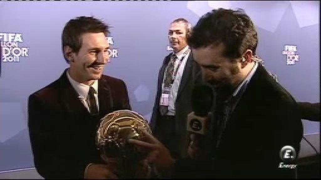 """Messi: """"Este Balón es gracias al equipo"""""""