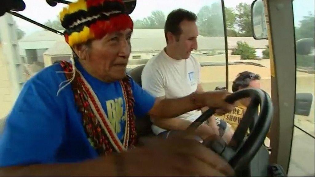 Yambía recibe su primera clase al volante