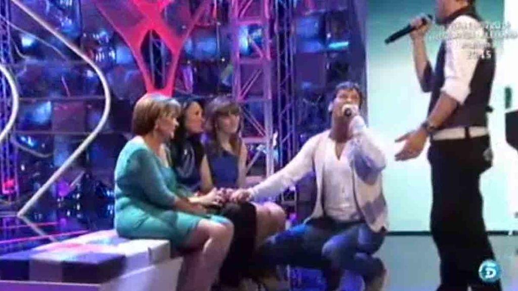 Andy y Lucas cantan 'María' para Rafi