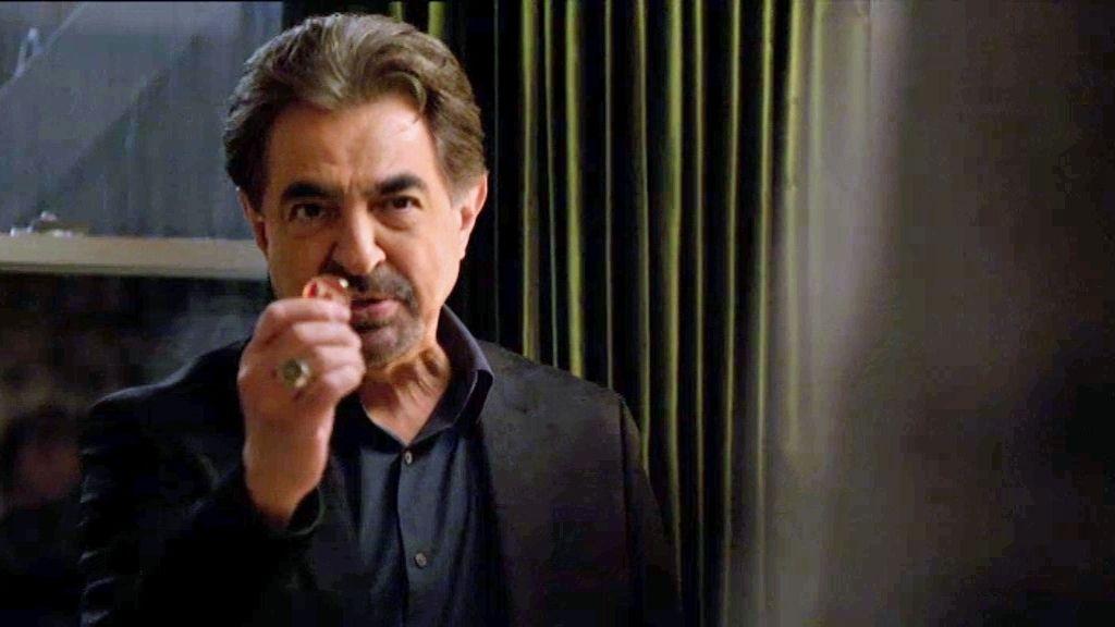 Rossi entra en la habitación de Strauss y se teme lo peor