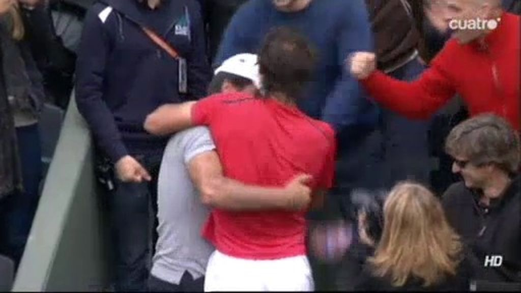 Rafa celebra el triunfo con los suyos