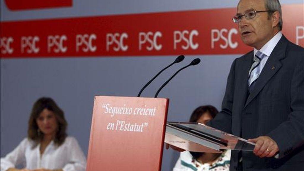 El presidente de la Generalitat, José Montilla, y la ministra de Igualdad, Bibiana Aido, durante la inauguración en Barcelona de unas jornadas sobre política de Igualdad. EFE