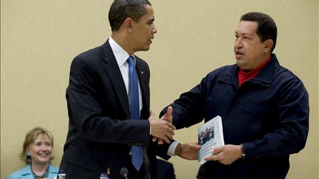 Según dijo hoy la revista Newsweek en su sitio de Internet, Galeano debería enviar una nota de agradecimiento a Chávez, porque gracias al presidente venezolano se han disparado las ventas de su libro. EFE