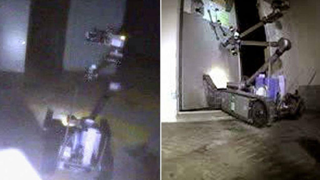 Dos robots investigan el interior de la central de Fukushima. Foto: GTres