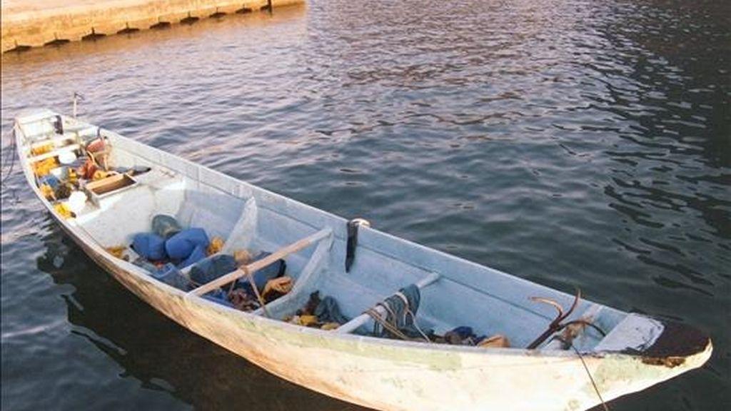 Un cayuco que arribó a La Gomera con 71 inmigrantes el pasado mes de enero. EFE