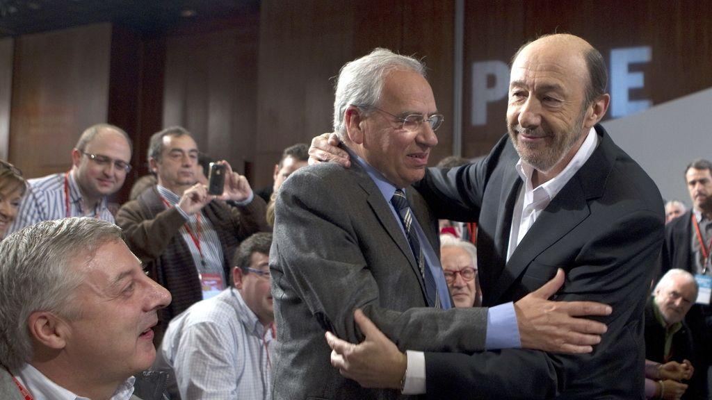 Rubalcaba llegando al Congreso en Sevilla