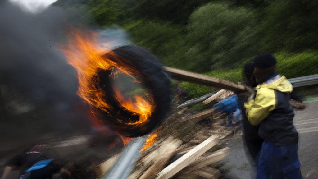 Los mineros continúan tras las barricadas en un día más de huelga general