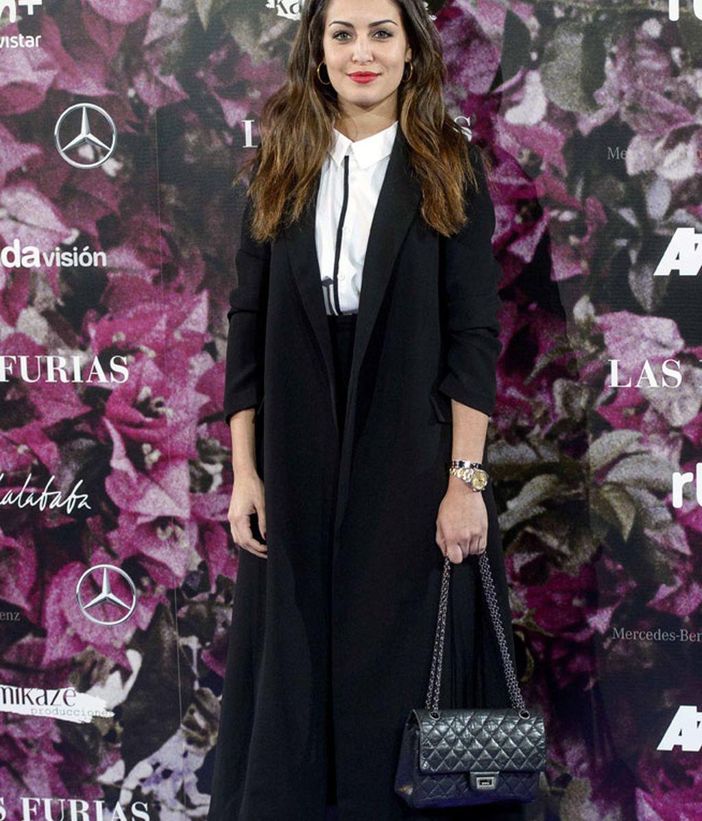 Perfecta Hiba Abouk: estilo y elegancia en clave de abrigo