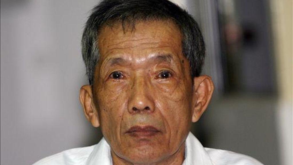 """Kaing Guek Eav, alias """"Duch"""" ex jefe de la prisión S-21 durante su comparecencia ayer, 30 de marzo de 2009, en el tribunal de la Cámara Extraordinaria de la Corte de Cambodia (CECC) en Phnom Penh (Cambodia). EFE/Mak Remissa"""
