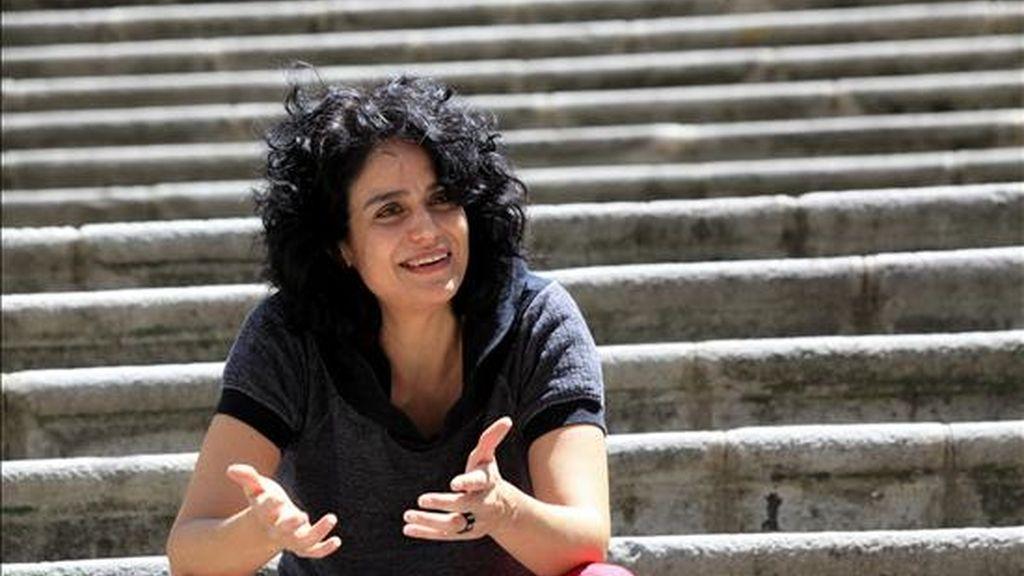 """La escritora ecuatoriana Gabriela Alemán este 4 de agosto durante una entrevista en Quito, Ecuador, en la que consideró que durante la última Feria del Libro celebrada en Lima se """"abrió una primera ventana"""" a la literatura ecuatoriana para que """"entre a circular"""" dentro de Latinoamérica. EFE"""