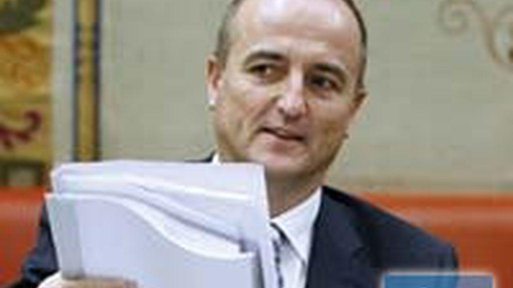 El ministro de Industria y Turismo, Miguel Sebastián, lo ha anunciado en la Comisión del Congreso. Vídeo: Informativos Telecinco.