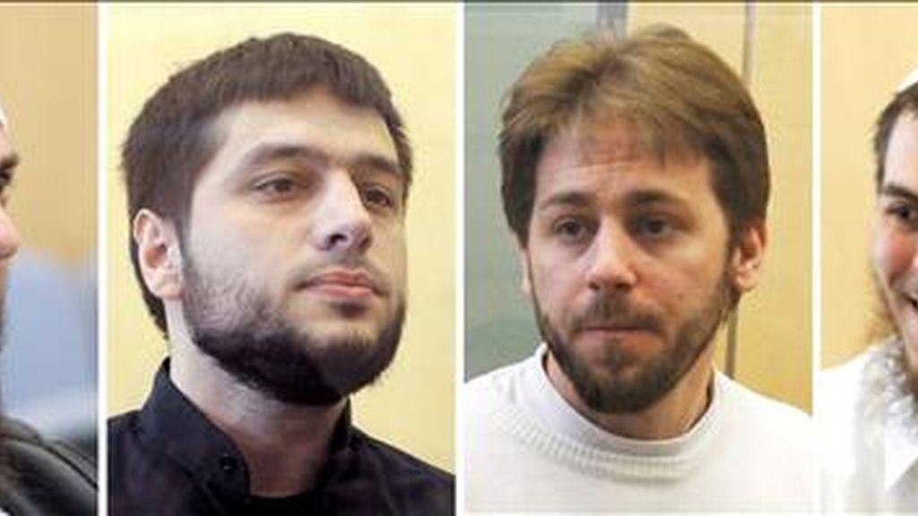 De izq. a dcha., los presuntos terroristas Adem Yilmaz, Atila Selek, Fritz Gelowicz y Daniel Schneider, en la audiencia territorial de Düsseldorf. EFE
