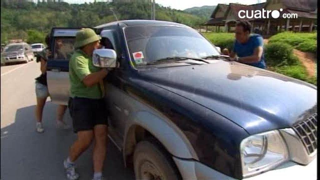 Manolo y Marta descubren a Sandra y Belinda