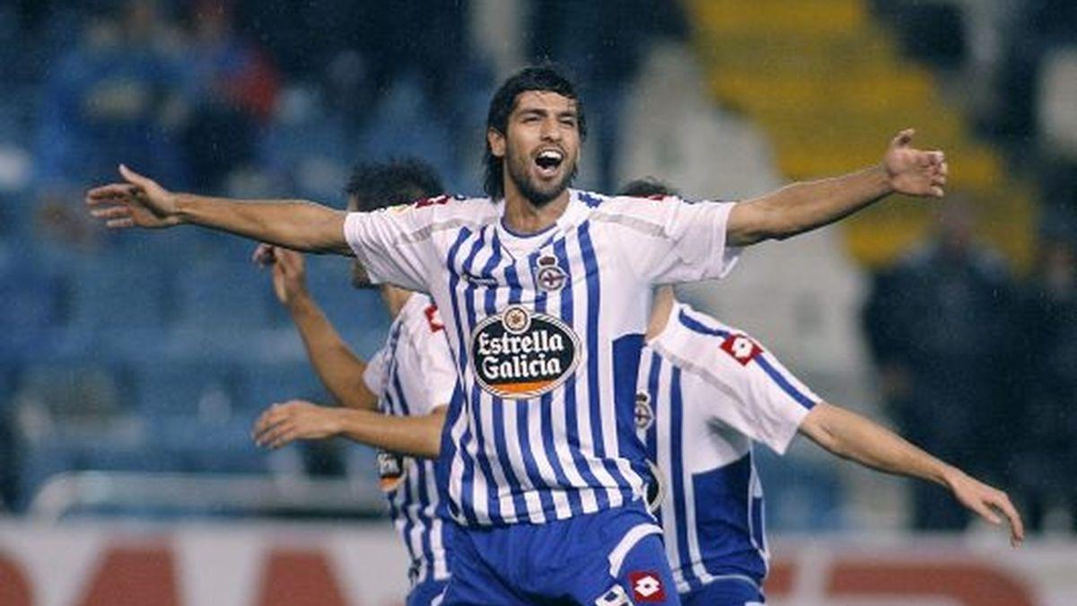 Lassad celebra el tanto que dio la victoria a los gallegos. FOTO: EFE.