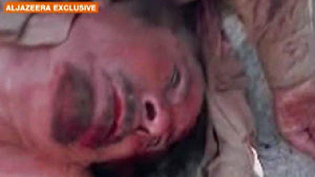 El supuesto cadáver de Muamar Gadafi, en una imagen de Al Jazeera.