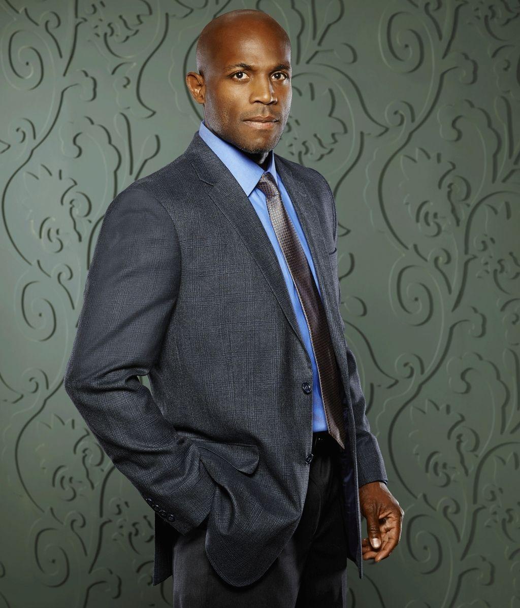 Billy Brown es Nate Lahey, respetado detective que choca con las ideas de Keating por el estricto cumplimiento de la ley