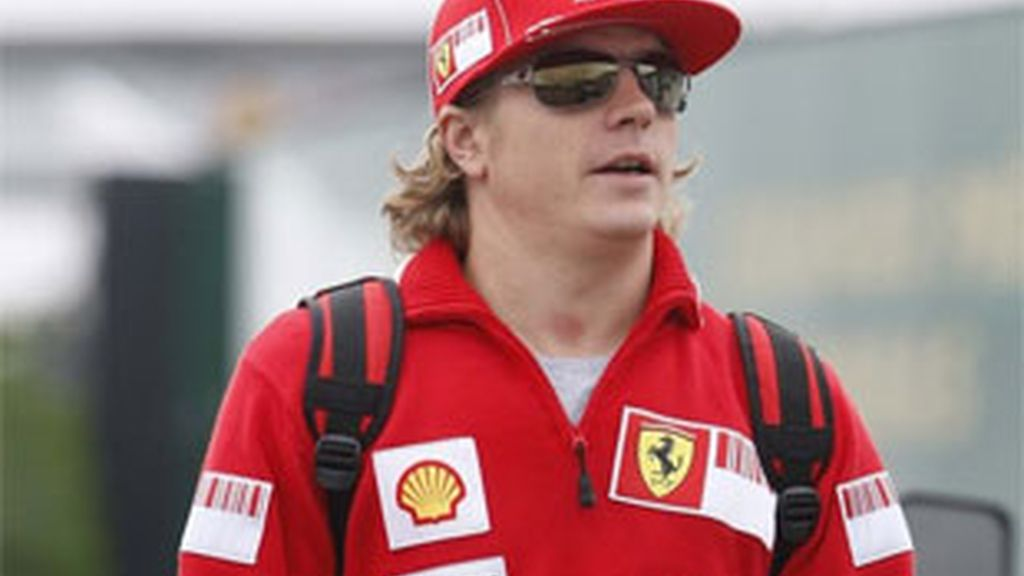 Raikkonen no vestirá de rojo la próxima temporada. Foto: Reuters