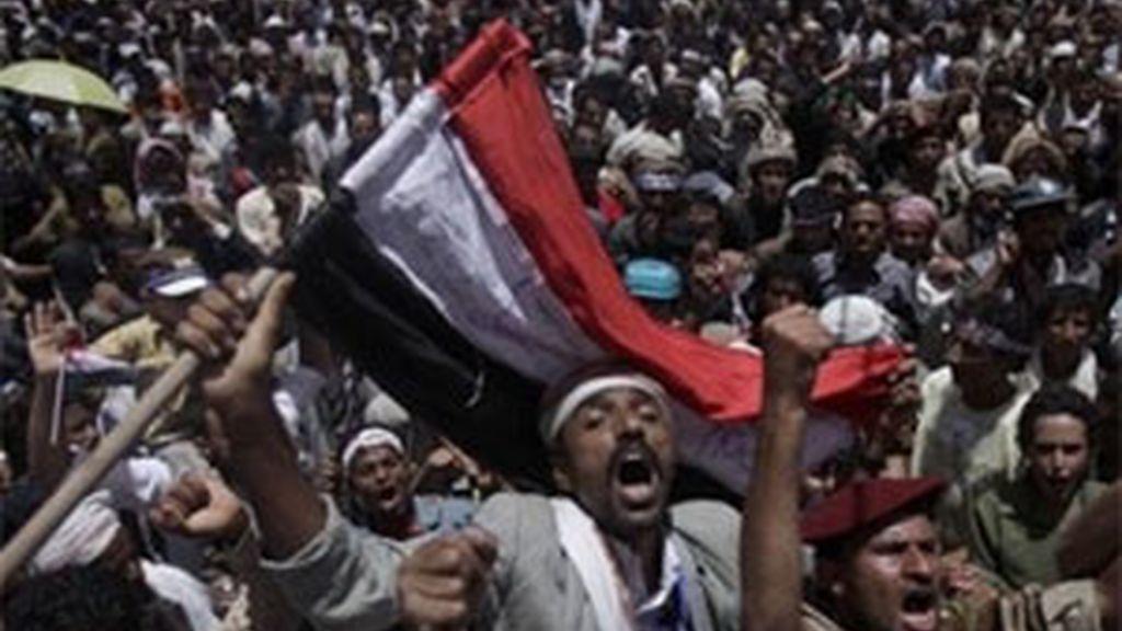 Los manifestantes han sido dispersados con munición real. Foto: AP