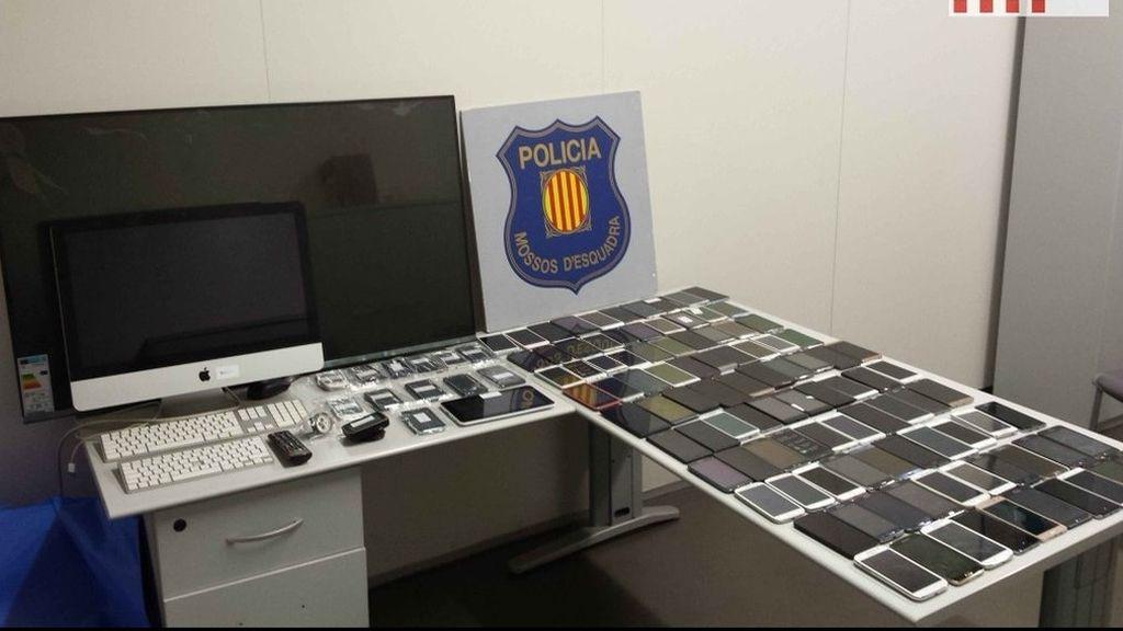 100 móviles robados en una rueda de recambio de una furgoneta