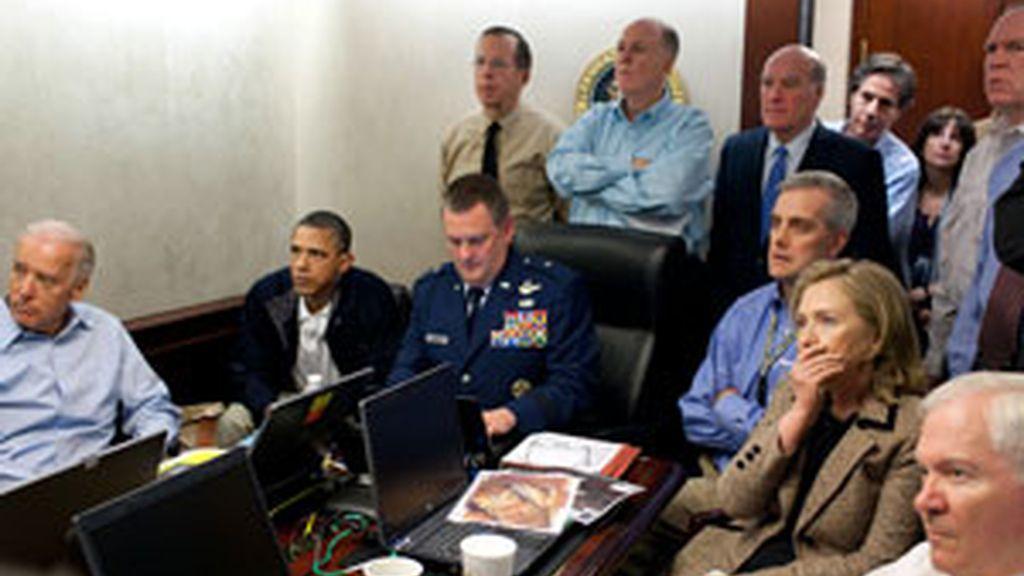 Obama sigue la operación contra Bin Laden acompañado de el vicepresidente de EEUU, Joe Biden, y la secretaria de estado Hillary Clinton. Foto: GTres