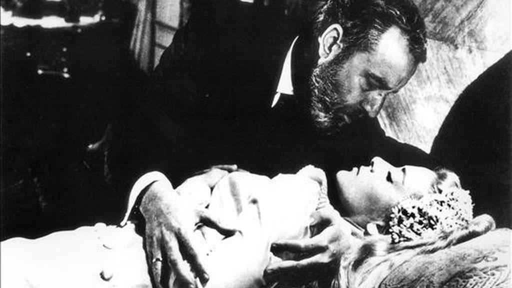 """Escena de la película """"Viridiana"""" de Luis Buñuel, interpretada por Silvia Pinal y Fernando Rey. EFE/Archivo"""