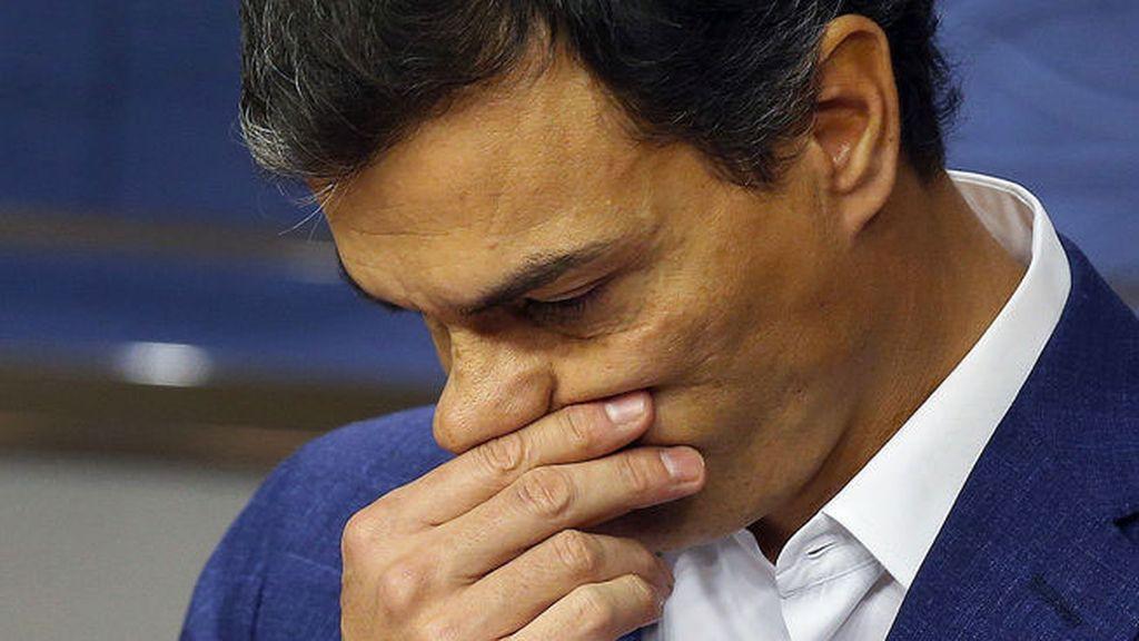 Pedro Sánchez llora al renunciar a su escaño de diputado
