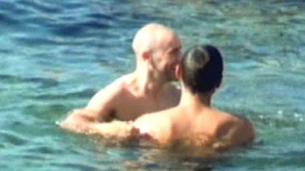 Jesús Vázquez, besos en Ibiza