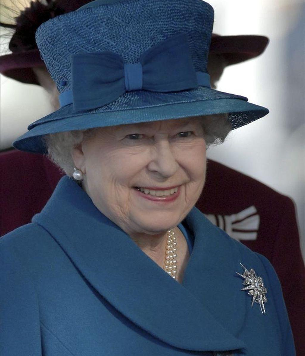 La reina Isabel II participa en la ceremonia oficial de la botadura del nuevo Queen Elizabeth, en el puerto de Southampton, Inglaterra. EFE/A