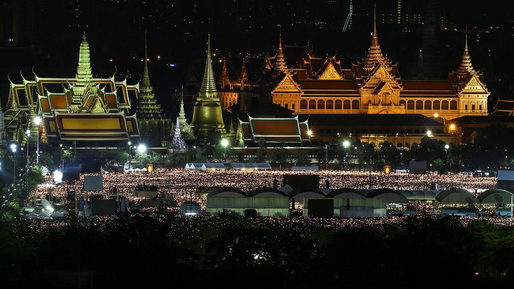 Sigue el luto en Tailandia por la muerte del Rey