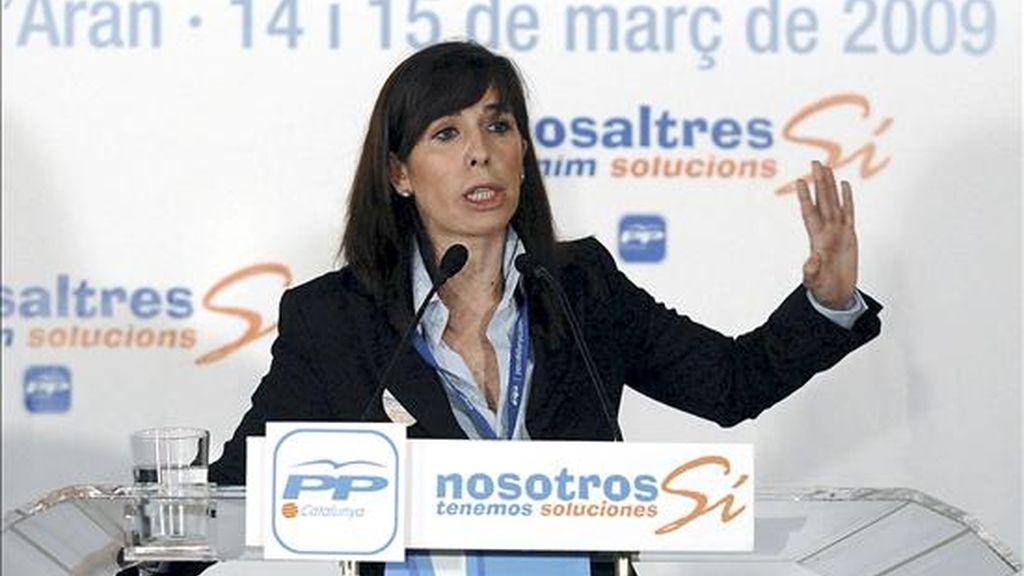 La presidenta del PP catalán, Alicia Sánchez-Camacho, ha ofrecido hoy al resto de partidos catalanes y a los agentes sociales un pacto en apoyo de las pequeñas y medianas empresas catalanas y de los autónomos. EFE/Archivo