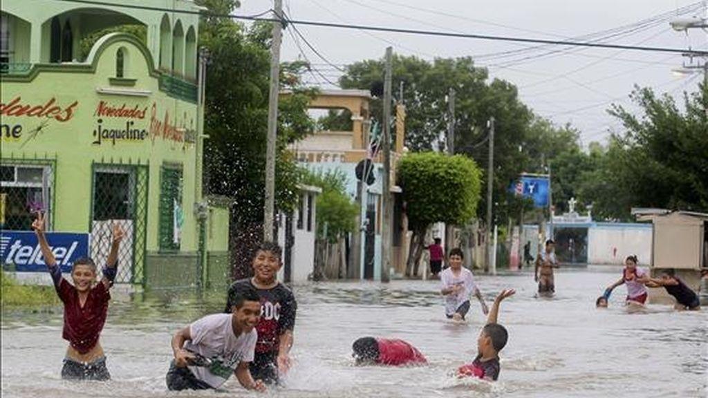 Las lluvias que se han registrado en todos los departamentos de Haití causaron inundaciones en varias regiones, entre ellas Gonaives (norte), Léogane (oeste) y Jacmel (sureste), una de las regiones más afectadas por los aguaceros. EFE/Archivo