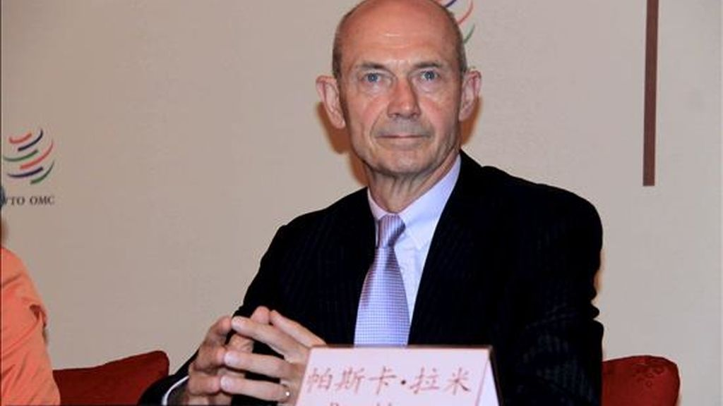 """El director general de la Organización Mundial del Comercio (OMC), Pascal Lamy, durante la presentación hoy, en Shanghái, del """"Informe sobre el comercio mundial 2010"""" del organismo. EFE"""