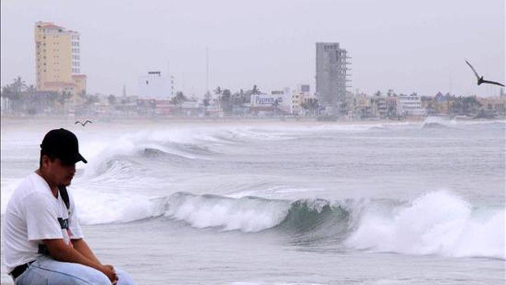 """El Centro Nacional de Huracanes (CNH) de EE.UU.  indicó que la tormenta """"Andrés"""" se mueve """"lentamente"""" en dirección noroeste y presenta vientos máximos sostenidos de 85 kilómetros por hora. EFE/Archivo"""
