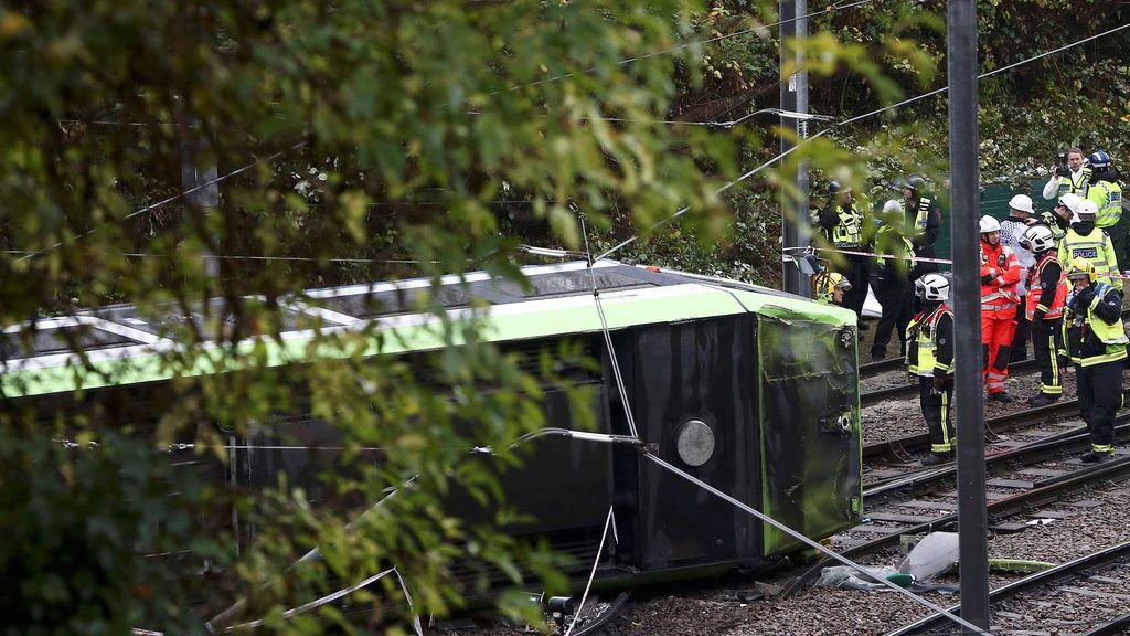 Vuelca un tranvía en Londres: Siete muertos y 50 heridos