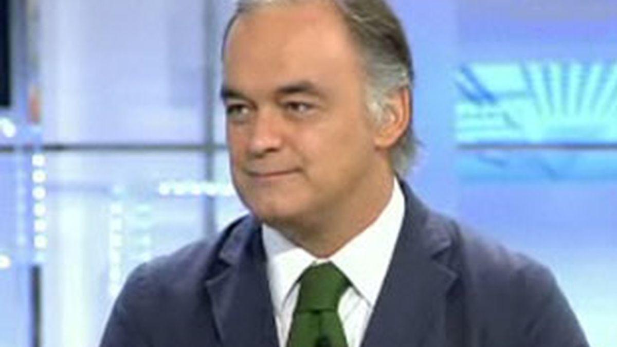 El vicesecretario de Comunicación del PP, Esteban González Pons, durante la entrevista en el Informativo Matinal. Vídeo: Informativos Telecinco.