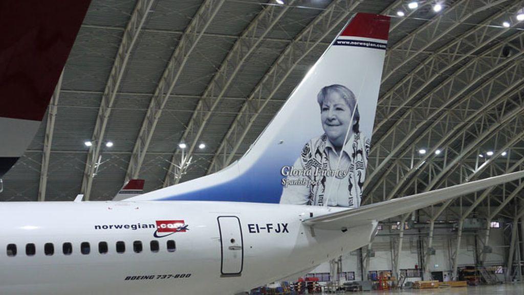 Aviones noruegos lucen la imagen de Gloria Fuertes