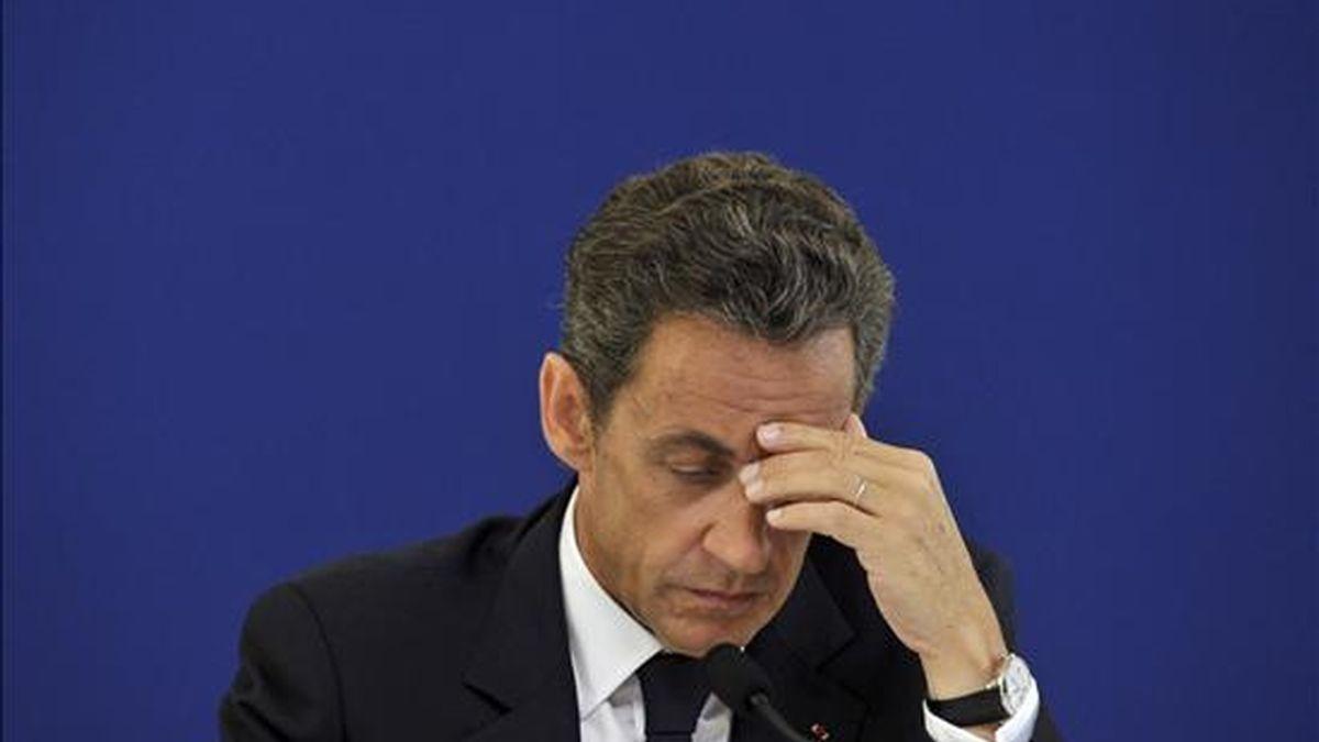 El presidente francés, Nicolas Sarkozy, en un acto público durante su visita al hospital Brie-Comte-Robert, al este de París, este martes. EFE