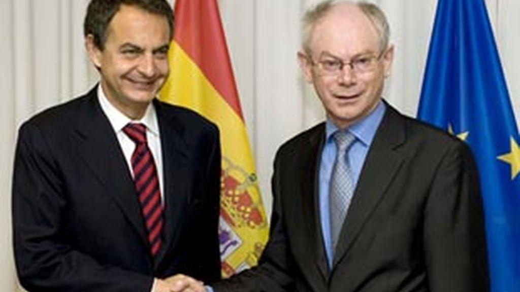 El presidente del Gobierno español exige a la UE una respuesta conjunta a los problemas de Grecia. Video: ATLAS