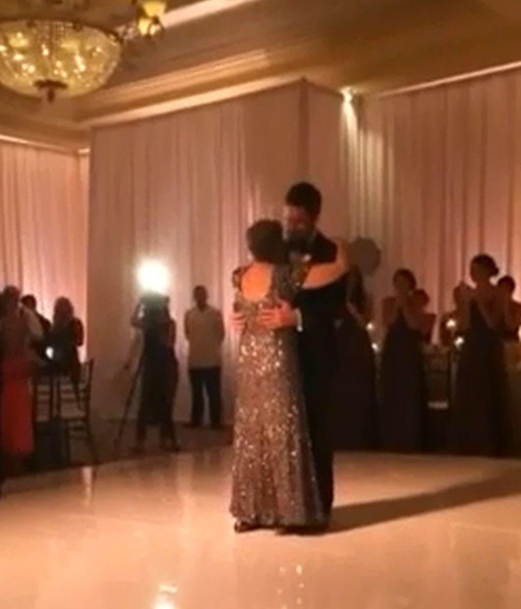 Una madre baila en la boda de su hijo días antes de morir