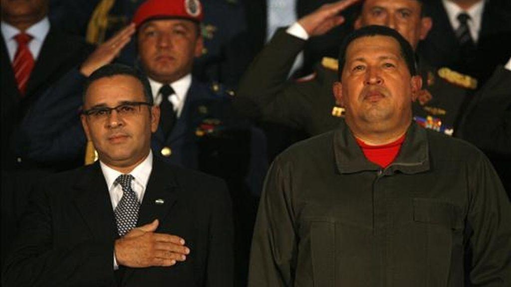 """Funes (i) aseguró que no cuenta con información sobre la denuncia de su colega (d), pero que el ministro de Seguridad """"está investigando"""". EFE/Archivo"""