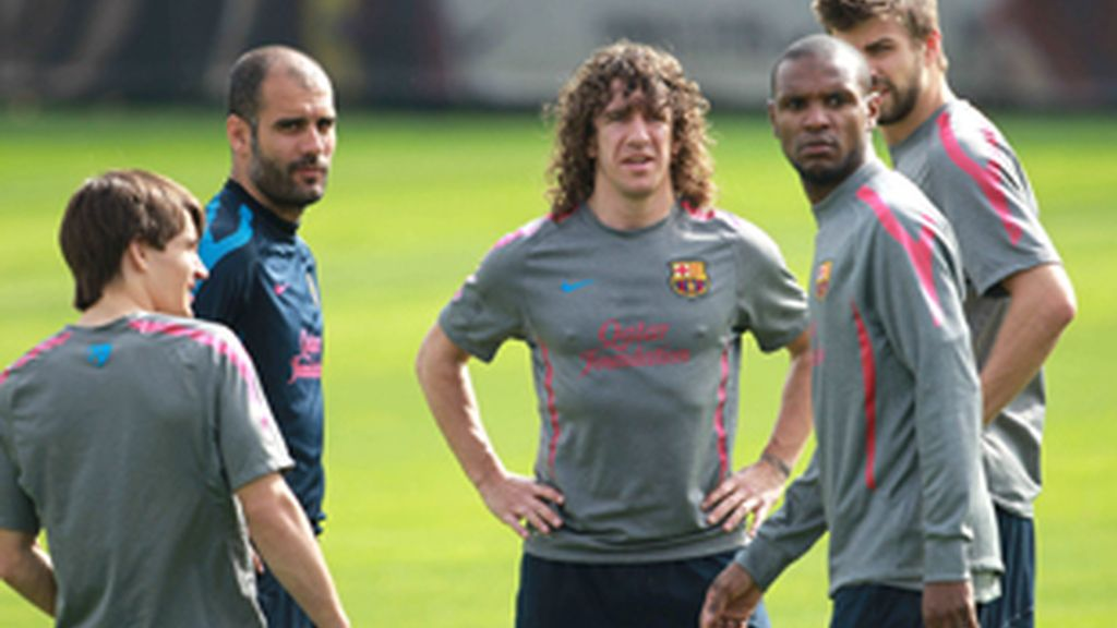 La plantilla ha ovacionado la presencia del lateral francés durante su aparición en el entrenamiento. FOTO: EFE