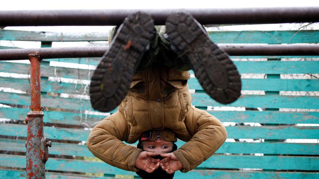 Un joven ruso recibe entrenamiento militar en su colegio
