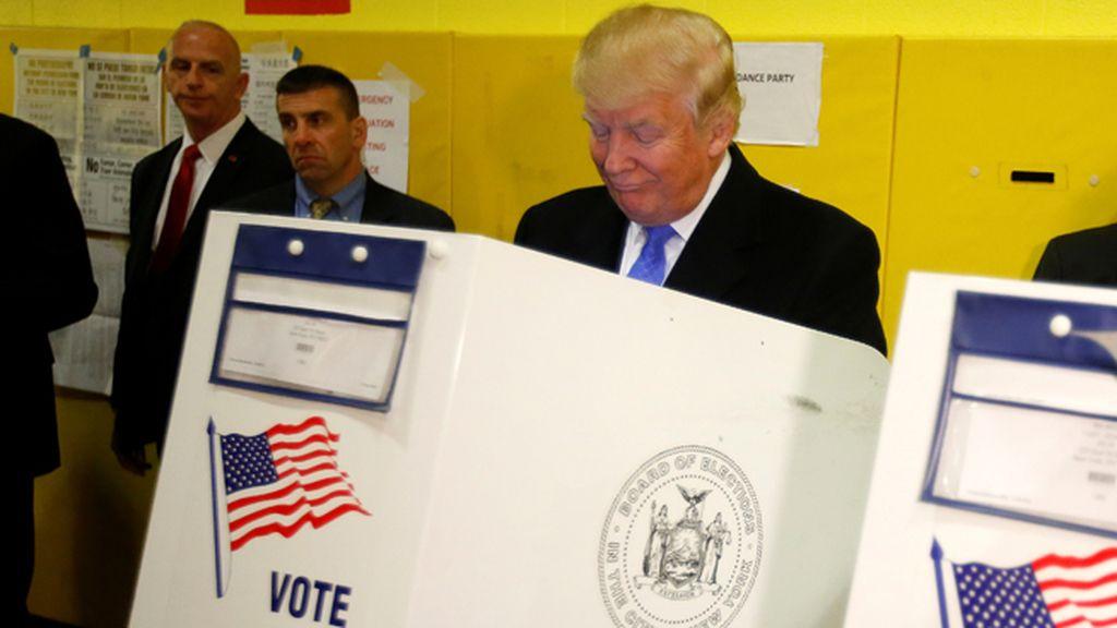 Donald Trump deposita su voto