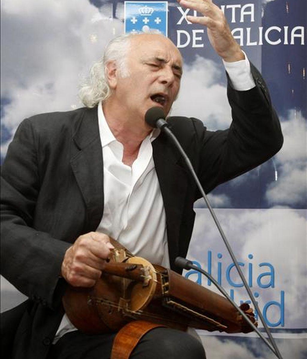 El cantautor Amancio Prada, durante una actuación. EFE/Archivo