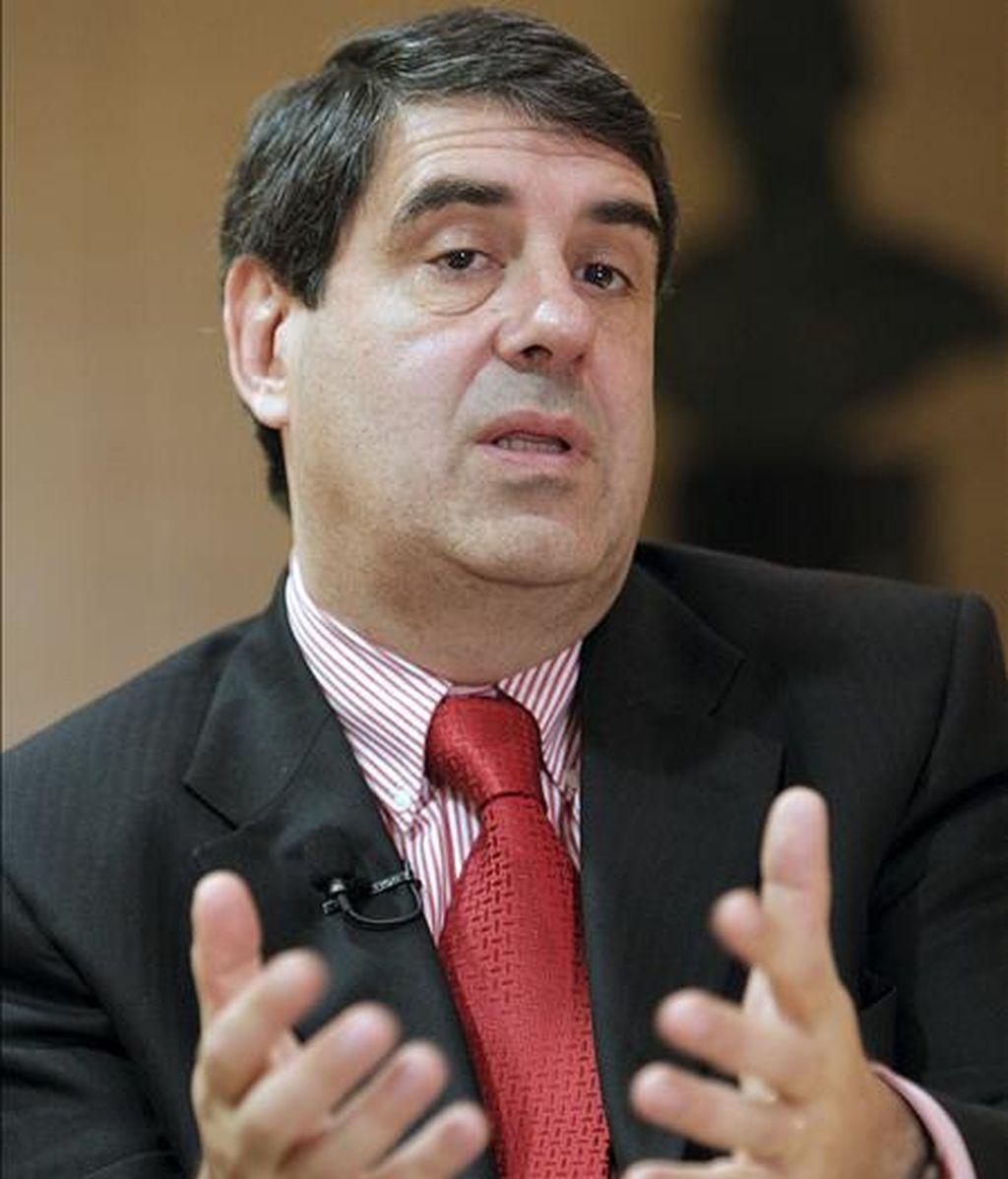 El embajador de Chile en España, Gonzalo Martner Fanta, durante la entrevista con Efe en la que dijo hoy que la crisis económica no ha afectado de momento a la inversión española en su país. EFE